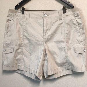 Style & Co. Cream Midrise Cargo Shorts Size 18W